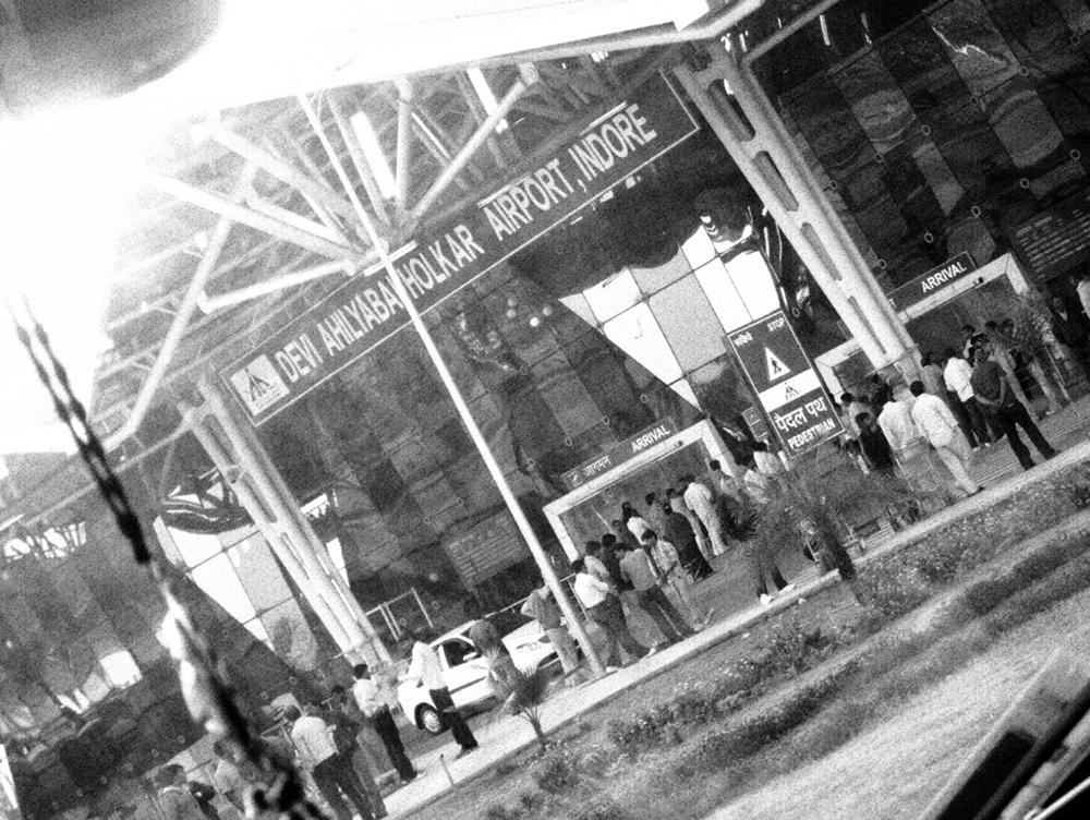 ArrivingatAhilyaBaiHolkarAirport sabine_1026_770_resize_90.jpg