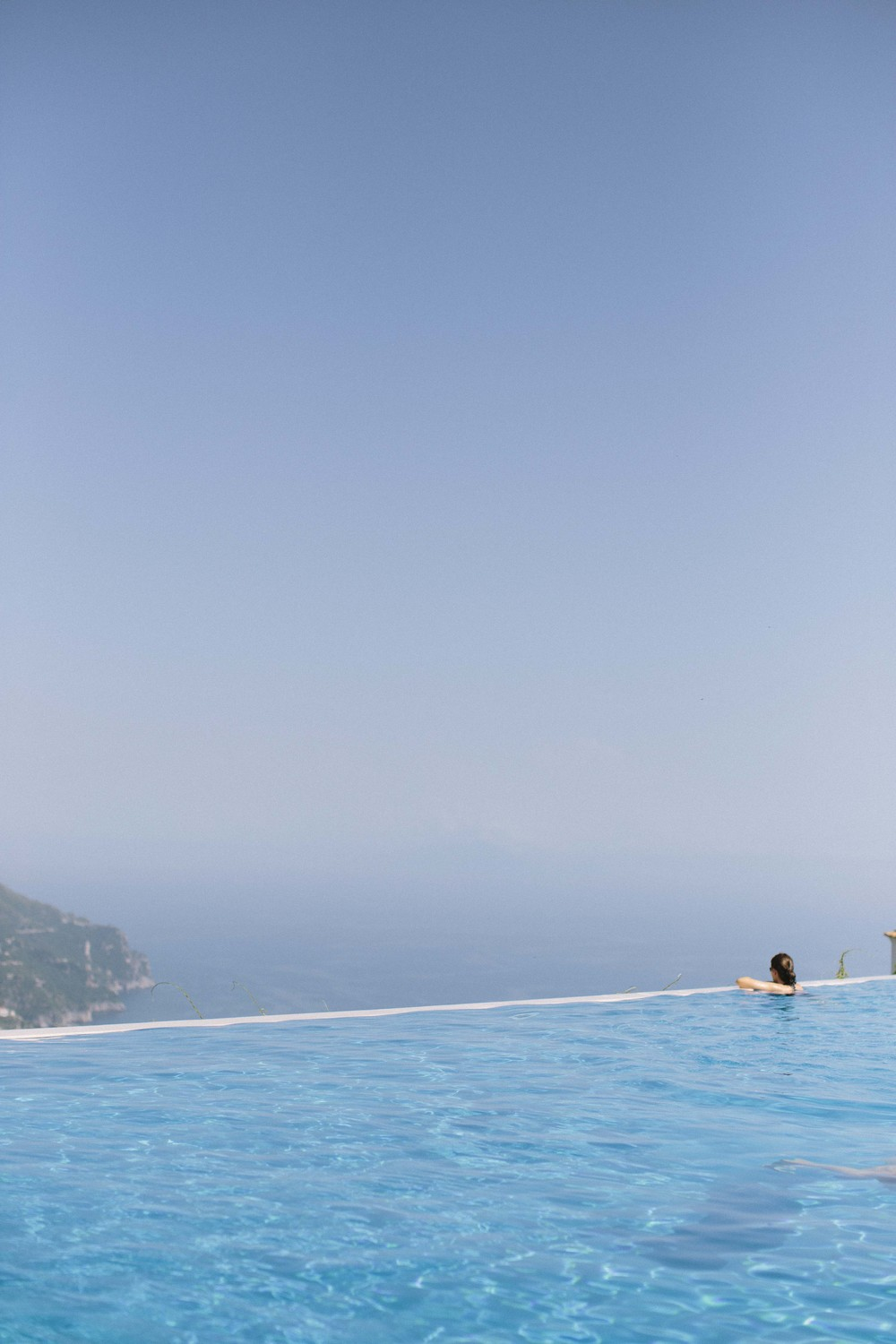And Hotel Caruso boasts an infinity pool right into the ocean overlooking a cliff. Purely amazing!