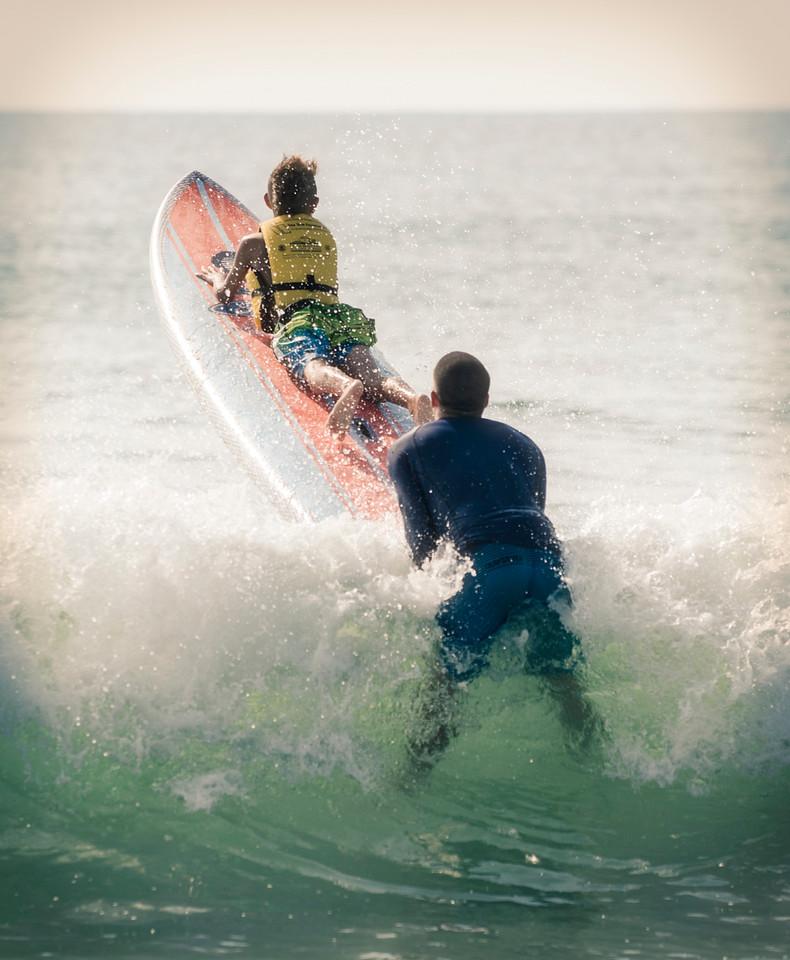 ILM_SurfersHealing_2015_MondayCamp_gettingthruthebreakers_8182015.jpg