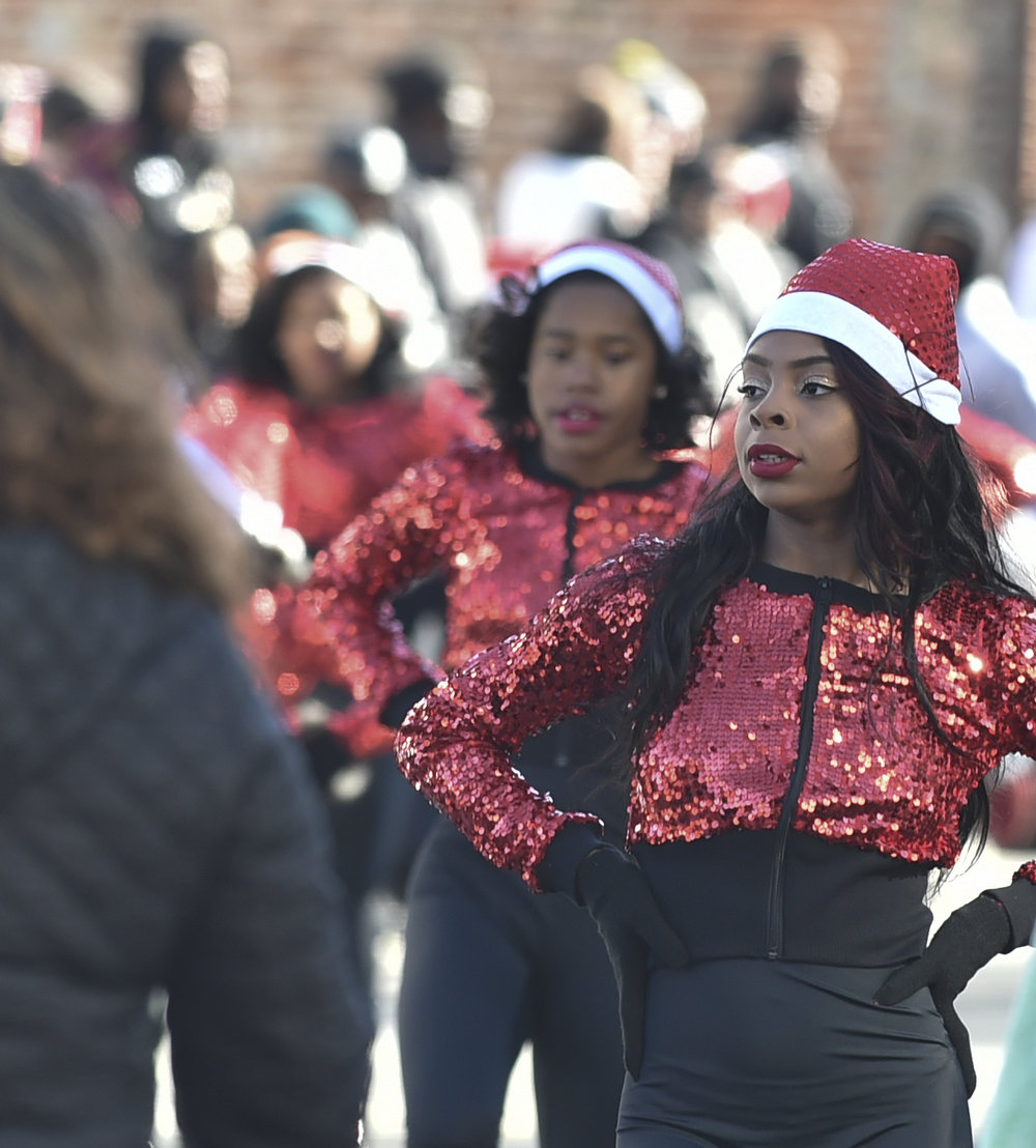 Durham_ChristmasParade_4RedSequinsDancer_12102016.jpg