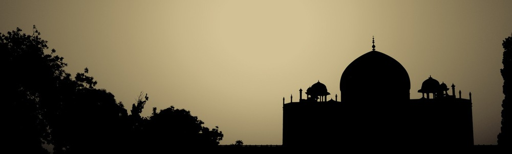 Dawn. Majestic. Humayun Tomb. Delhi. India.