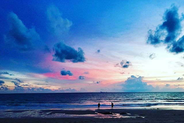 No one paints like nature! The sunsets you live for! ... ... ... #canvasblanche #pimalai #kohlanta #thailand #travel #travelgram #instatravel #photography #travelphotography #bbctravel #lonelyplanet #travelandleisure #condenast #yourshot #natgeotravel #photooftheday #picoftheday #sunset #ocean #beach @pimalaikohlanta