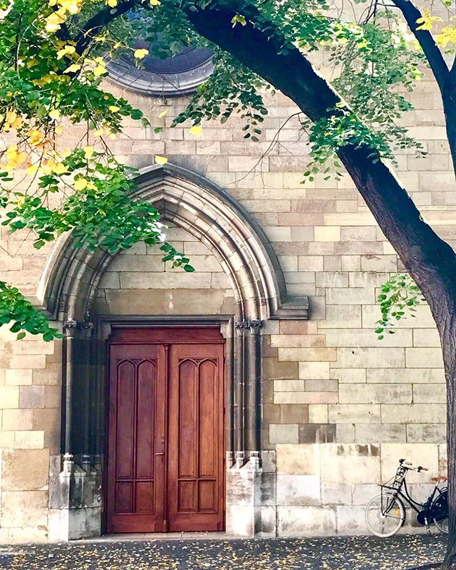Pit stop in Geneva! ... ... ... #visitswitzerland #visitgeneva #myswitzerland #doorsofinstagram #fall #autumn🍁 #church #eglise #geneve #inlovewithswitzerland #europe #bbctravel #lonelyplanet #natgeoyourshot #condenast #natgeotravel #travel #instagram #instatravel #travelgram #photography #travelphotography #photooftheday #picoftheday