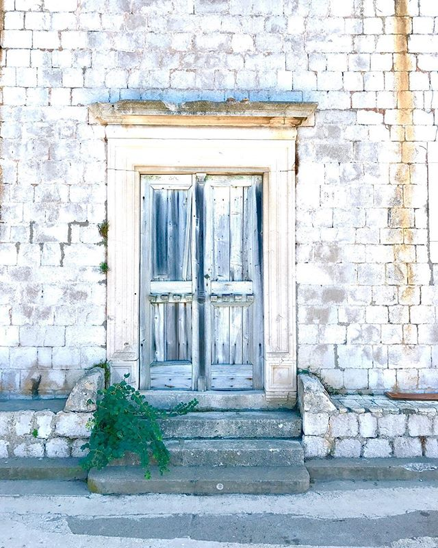 I ❤️ these doors on islands! ... ... ... #doorsofinstagram #doors #lopud #island #croatia #dubrovnik #visitcroatia #croatia_instagram #visitdubrovnik #europe #adriatic #travel #travelgram #instatravel #photography #travelphotography #lonelyplanet #natgeoyourshot #condenasttraveler #bbctravel #travelandleisure #photooftheday #picoftheday #canvasblanche