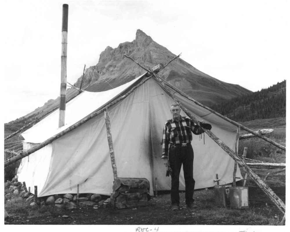 Wall tents yellowstone camping lodging for Woods prospector tent