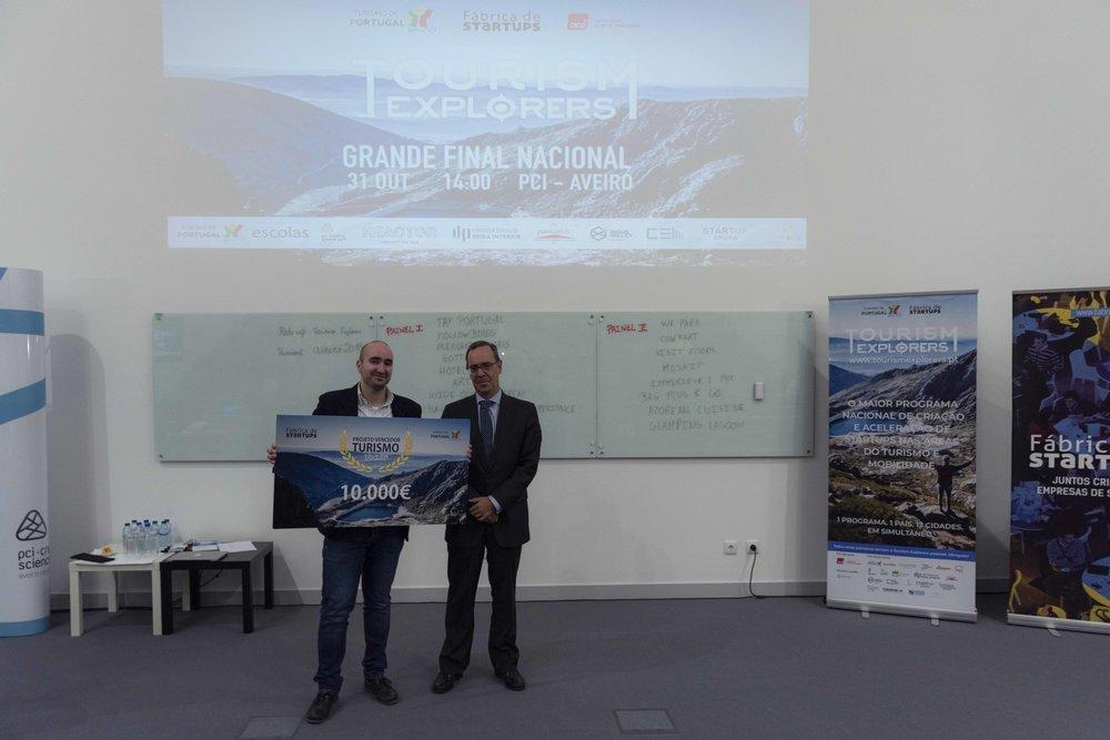 Carlos Abade, Vogal do Conselho Diretivo do Turismo de Portugal, entregou o prémio à ARTIST.  © Rute Moreira