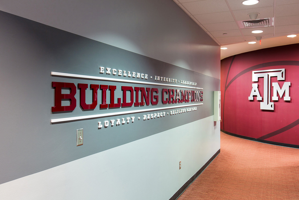 The walkway to the lockeroom