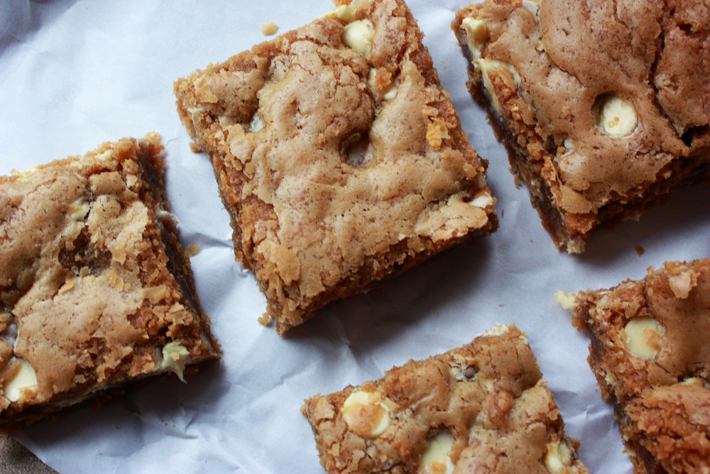Cookie Butter Blondies // Hunt & Harvest