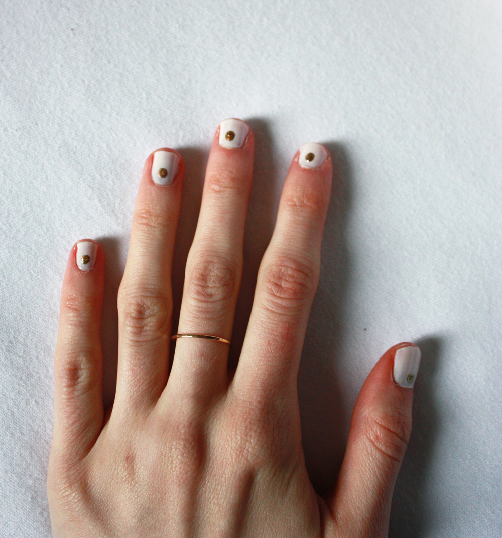 Easy Minimalist Nail Art // Hunt & Harvest
