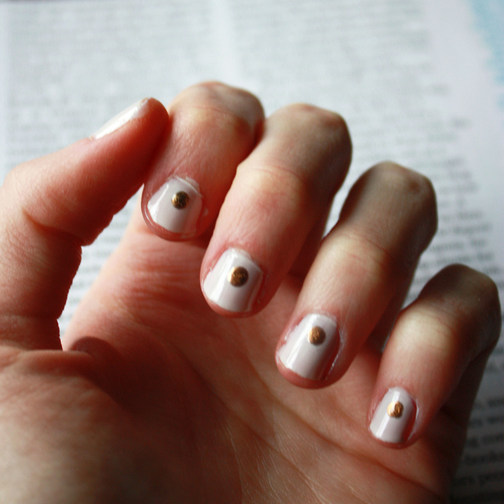 Minimalist Nail Art // Hunt & Harvest