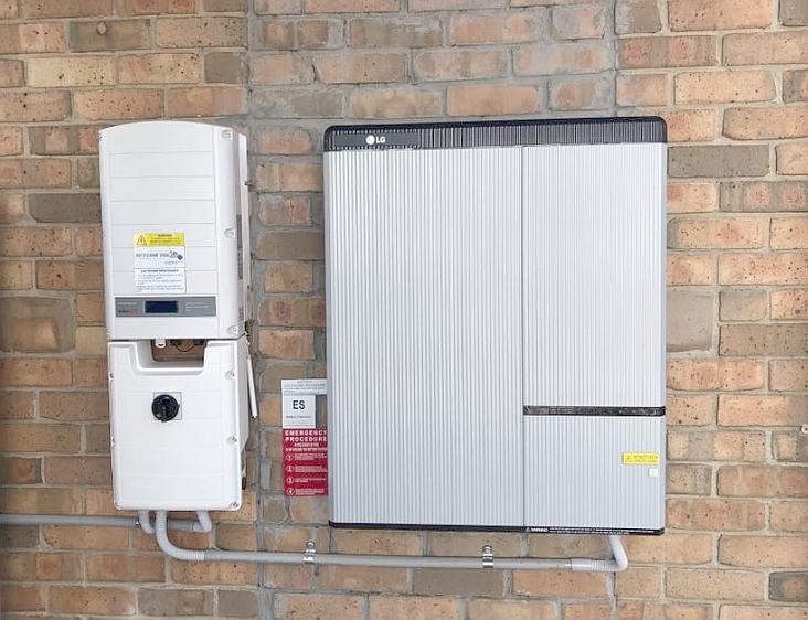 Home battery system using the LG chem RESUH battery and SolarEdge inverter - by    Skyline Solar