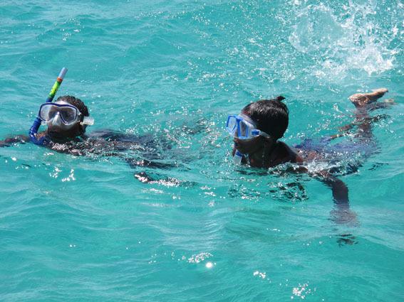 5_kids_snorkeling