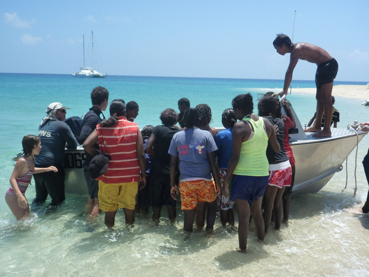 Pelican #photooftheday Bringing the turtles in to tag at Linnet Reef. HopeVale/Pelican project 2010