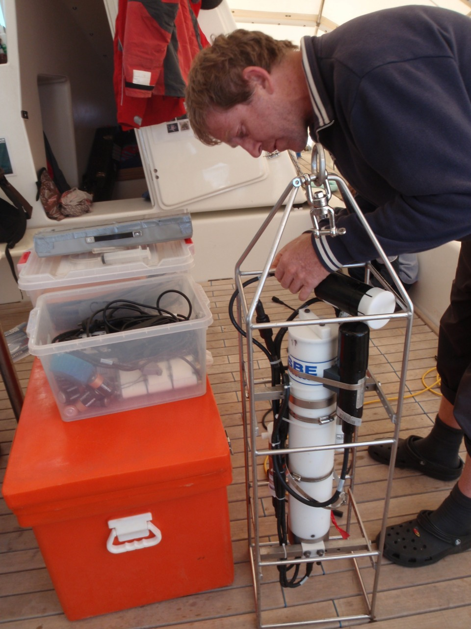 Dr Randall Lee, Pelican1's fav oceanographer. Great communicator AND very good scientist. Working hard for the EPA. Has made every Two Bays project a brilliant opportunity to test water quality equipment, gain some good continuous data and share knowledge with the general community. #photooftheday