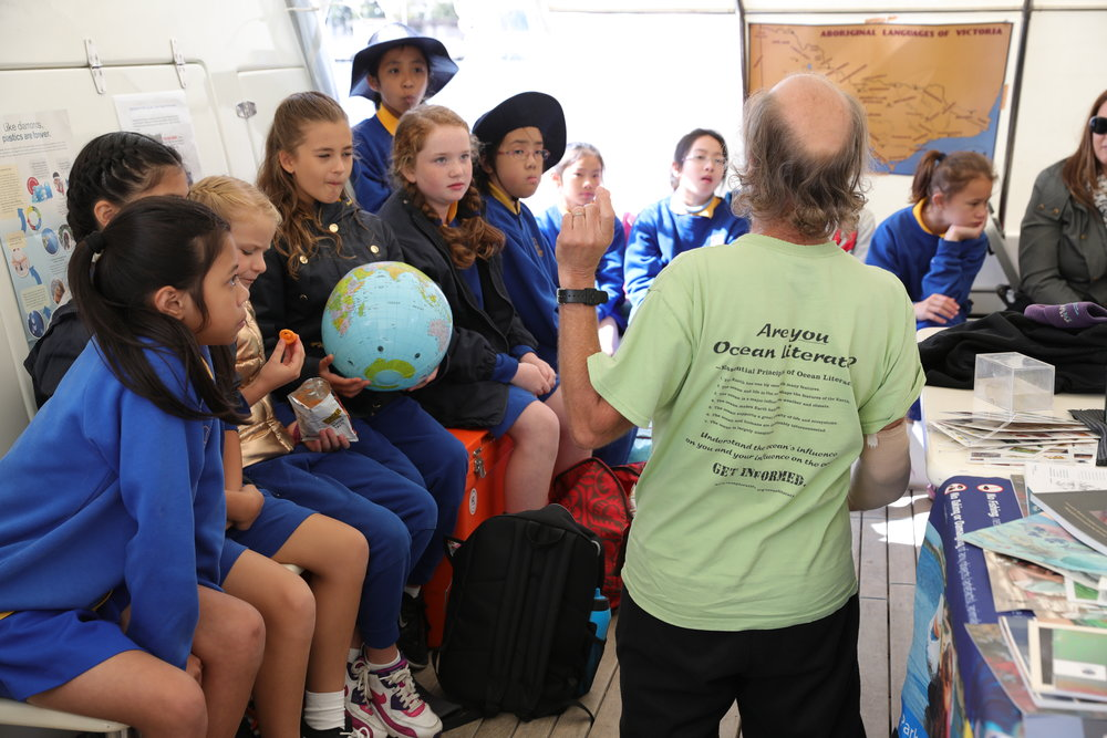Are you Ocean Literate? Harry Breidahl teaching the basic Ocean Literacy principles to Grade 6 Primary School students from Melbourne's West.