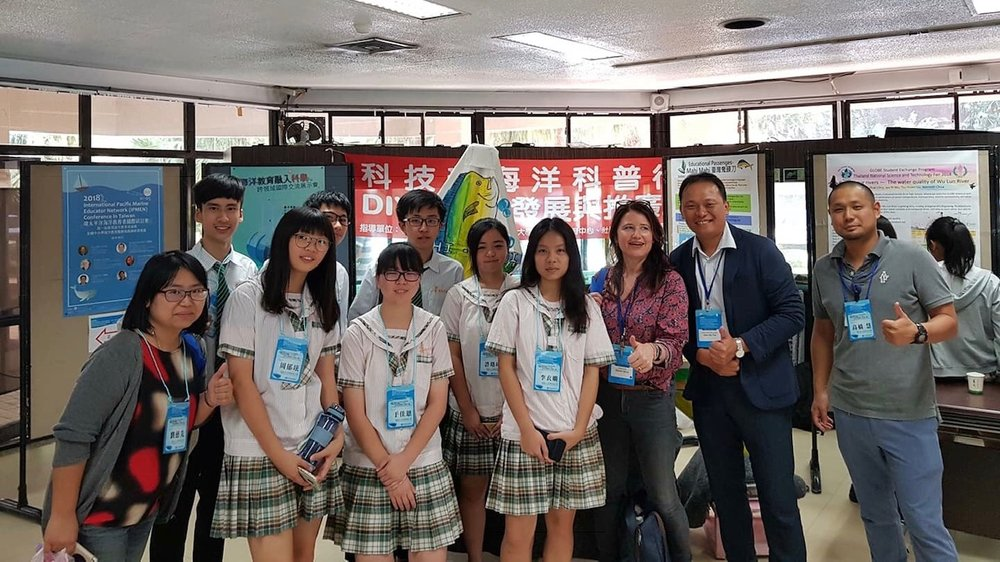 Meeting Keelung high school students who were sharing their work at the IPMEN conference as part of the  Educational Passages'  project.
