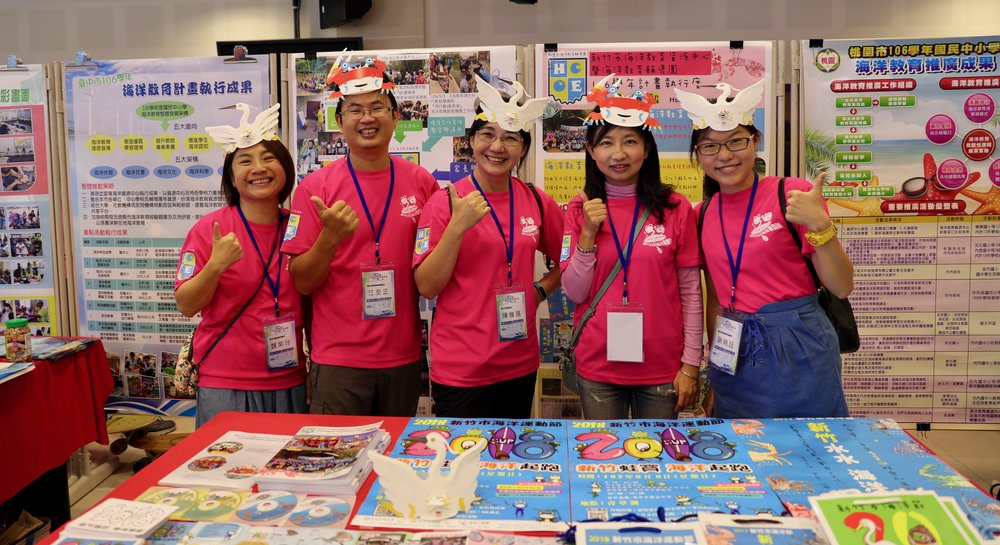Teachers from 22 districts of Taiwan at the Wanli district Conference Hall sharing a huge amount of creative resources for teaching Marine Education.