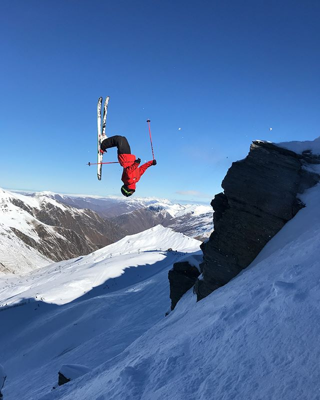 One of the perks of being a #TeamTC Freeride coach at @trebleconenz is doing demos. 🦐 Top effort on that one Luke, cheers for the shots Luke's dad - who also sent this drop after both of us. #raddad ————————————————————- @head_ski @headtothekore @scottfreeski @snowcentrenz @snowsportsnz @freerideworldtour @nzjuniorfreeridetour @mypakagenz @icebreakernz @yakimaaunz  #accessallareas #keepsyoubrave #noshortcuts #tothekore #dropin #JFT #NZJFT #treblecone