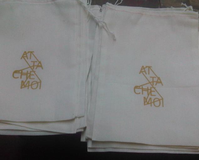 ATTACHE-MOI pouches
