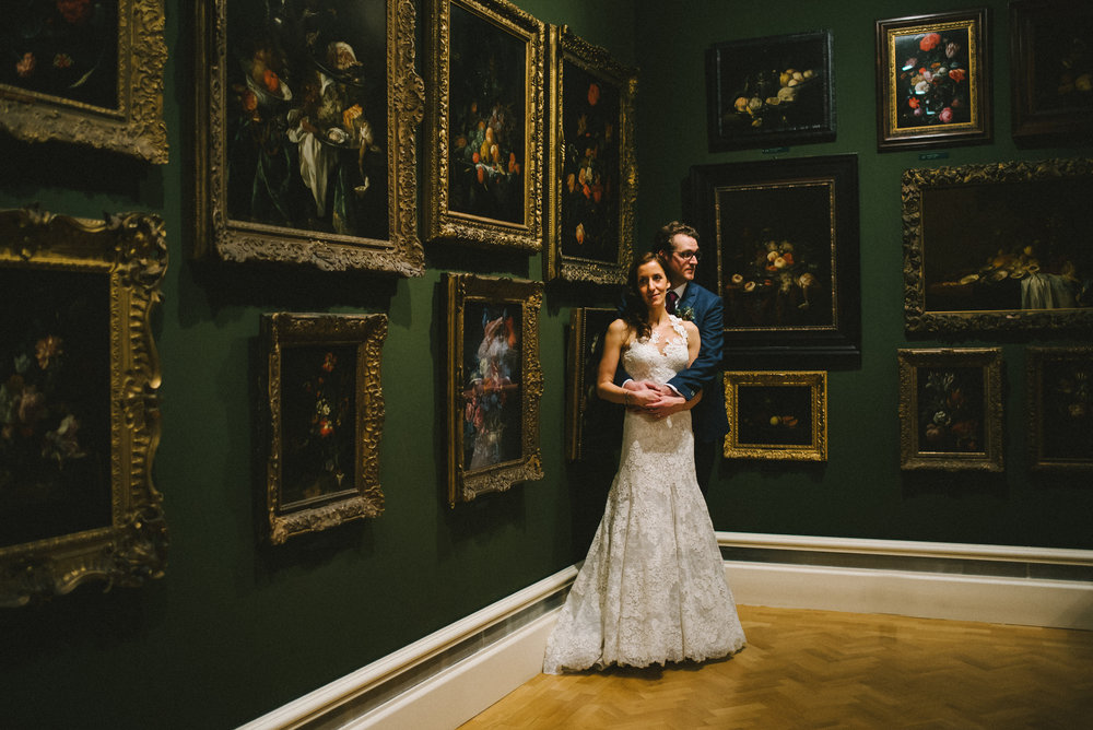 Ashmolean Museum wedding photography in Oxford - Vicky and Andrew