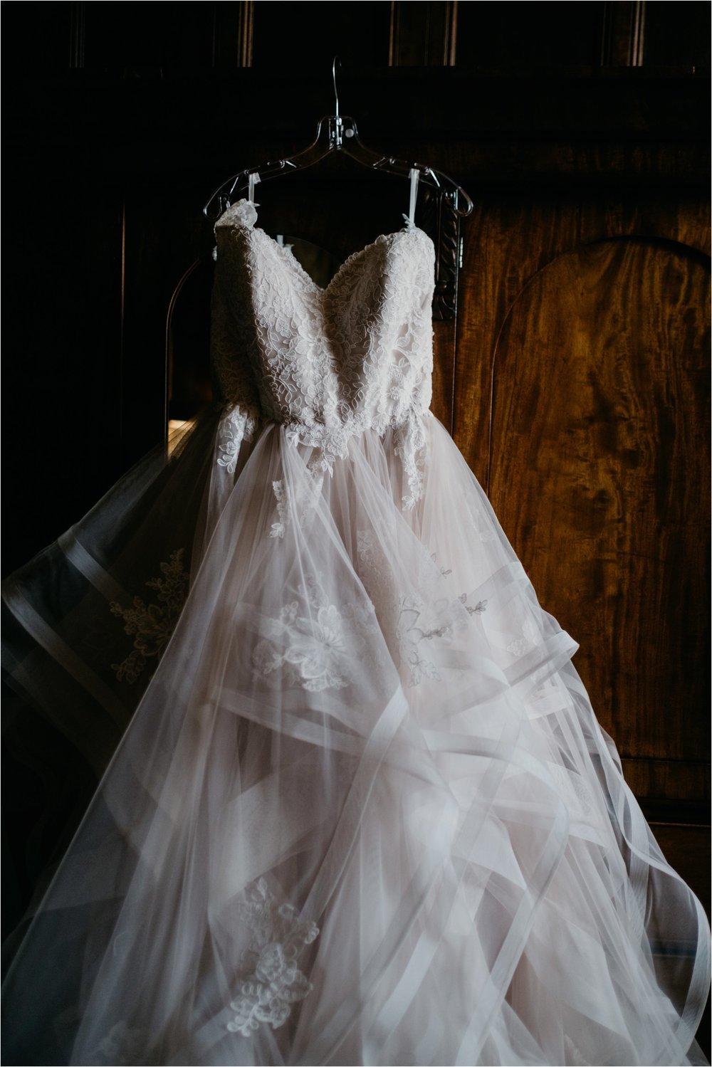 Elmore Court documentary wedding photography_0033.jpg
