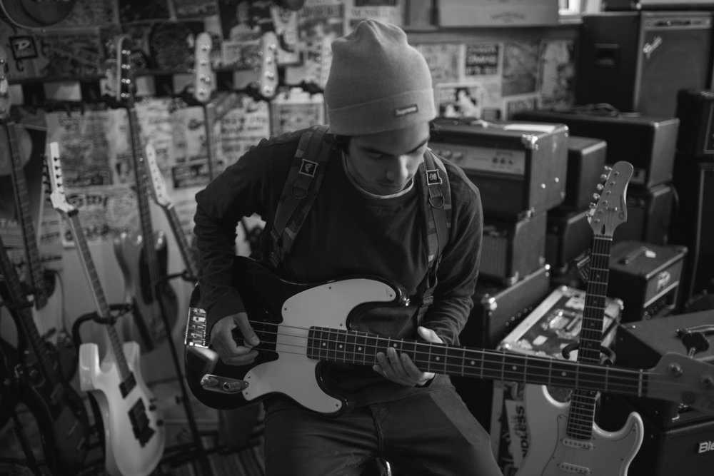 Zshwn trying out a guitar at broken Guitars in Oakland