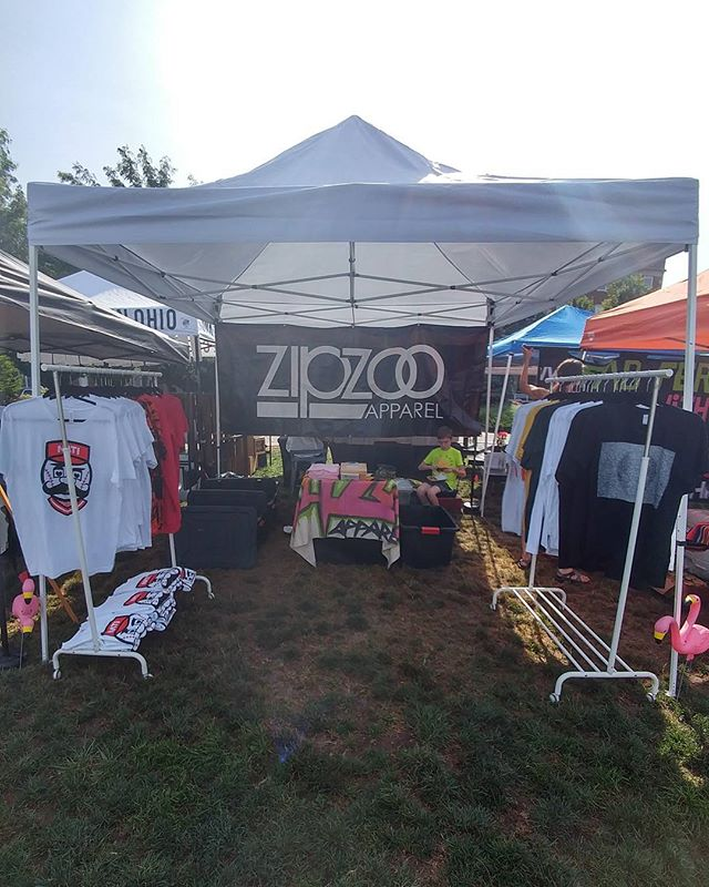 City Flea in Washington Park until 4.  Set up by the Race St entrance.  Drop by and see us.  Hell, you could even buy something dontcha know.  #zipzoo #cityflea