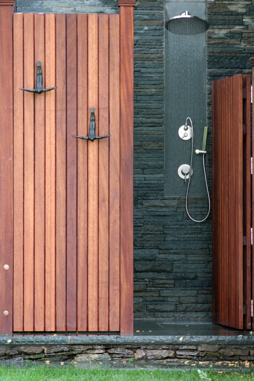 Photography: Max Pena Subject: Outdoor Shower Published: East Coast Home U0026 Design  Magazine