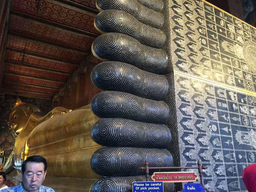 Big old reclining Buddha at Wat Pho