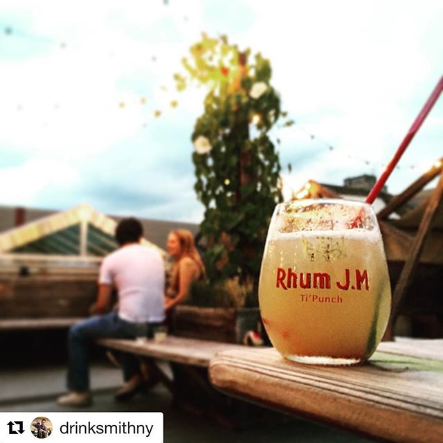If you missed out last night, head to the rooftop tonight for some amazing rum cocktails featuring #rhumjm. And what goes better with rum than a #freescreening of PIRATES OF THE CARRIBEAN. #rooftoplife #rhumlyfe #summernights #cocktails #ESHBrooklyn #williamsburg #israeli #BBQ #woodfired 📷 @drinksmithny 👍🏼🌴🌺🍹