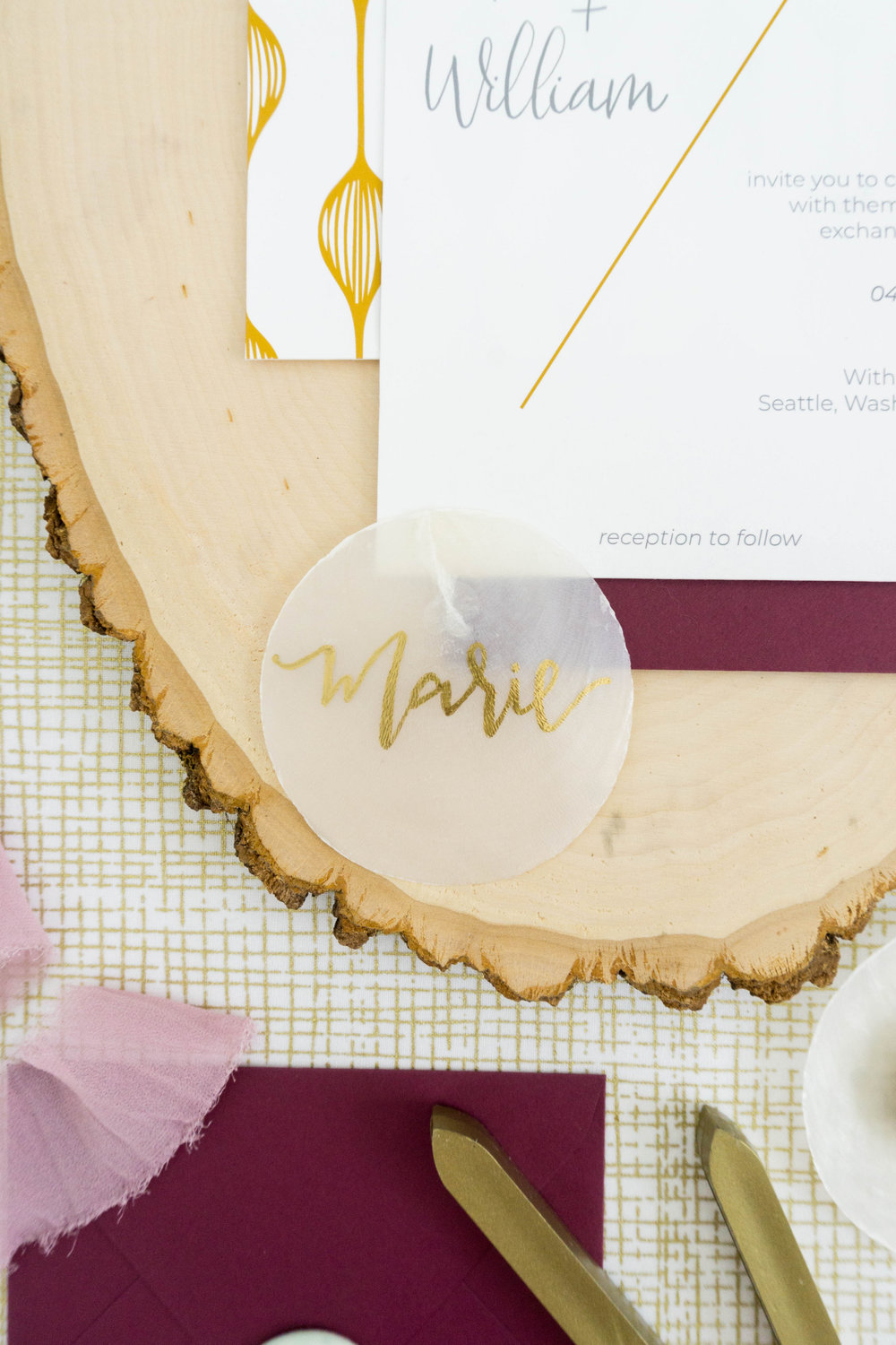 love-fern-design-studio-custom-wedding-invitations-for-the-modern-couple-modern-calligraphy-in-seattle-washington-custom-wedding-stationery-modern-and-minimal-invitation-suite-shell-place-card