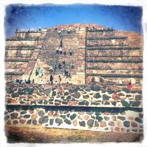 Teotihuacan_Moon_Pyramid3.jpg