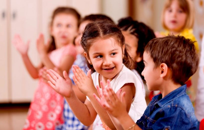 clapping-hands-kids-small-children-toddlers-waldorf-education-applause-rhythm-814x518.jpg