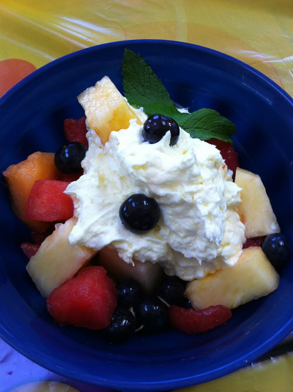 Mixed fruit with fruit dip