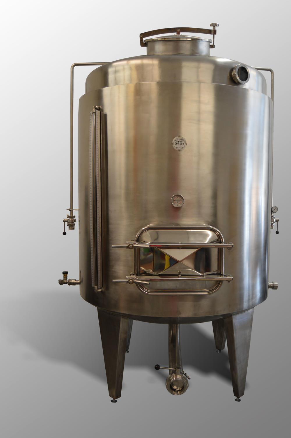 Steam-jacketed mash tun with cooling jackets and insulation