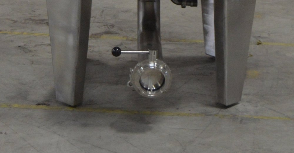 Large Drain with Ball Valve on distillery Fermenter