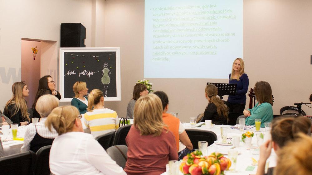 główny wykład na temat zdrowego odżywania, wartości dla organizmu i zmian przyzwyczajeń żywieniowych miała laura solińska