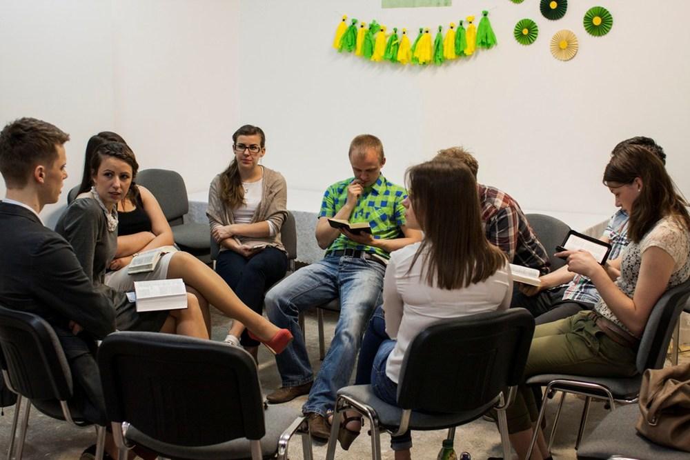 W małej grupie lepiej się dyskutuje, dlatego mamy lekcje w trzech kołach :)gr.1.anglojęzyczna...