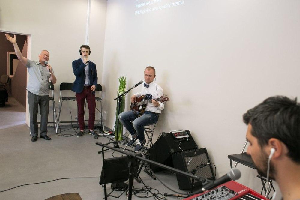 pieśni dla Boga, aż było czuć, że przebijają się przez sufit by dotknąć stóp Jezusa i oddać mu chwałę.