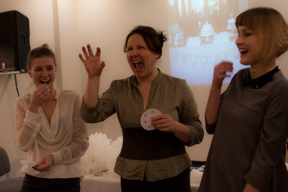 karolina s. prezentuje ciekawe zabawy jakimi możemy rozbawiać naszych gości: zapałka niewątpliwie wywołuje łzy radości.