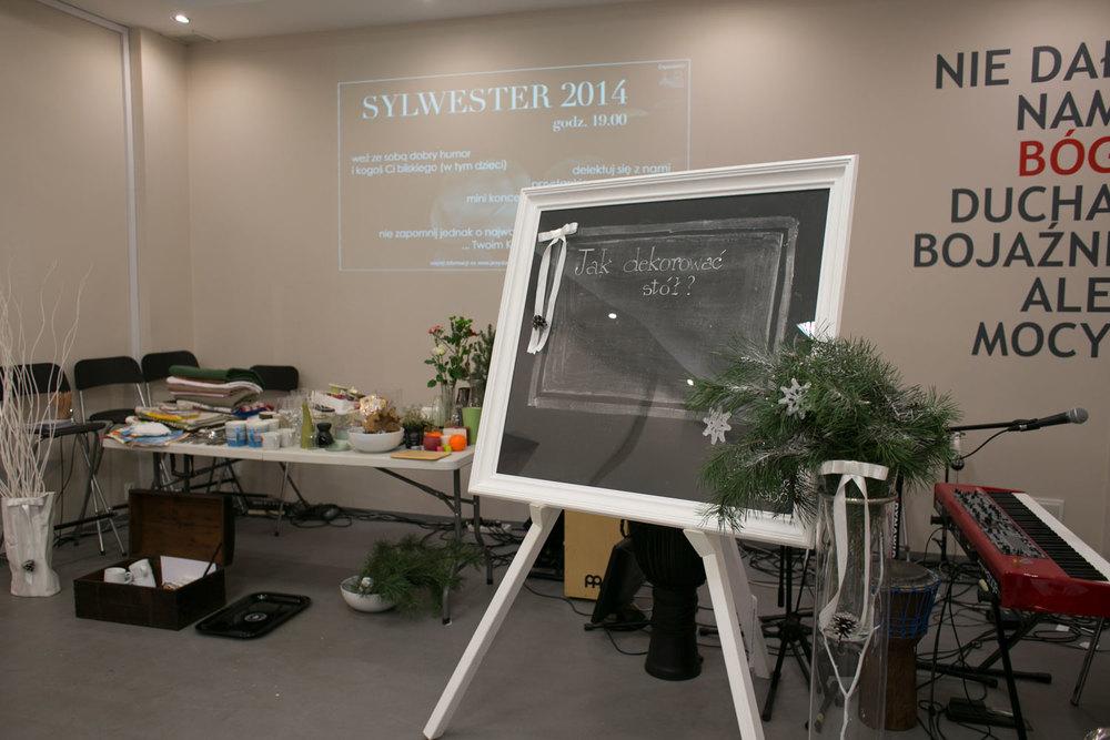 witam my przystanku kobiet. miło nam, że tyle pań było z nami. tablica chalkboard zawsze przypomina o temacie spotkania i wita wszystkich, a z boku stół (magazyn) gotowy do prezentacji i użycia.