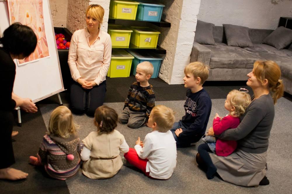 dzieci też się uczą - tym razem o tym, że Bóg jest Święty.