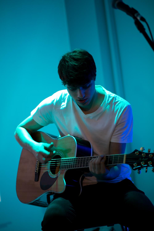 michał z wielkim smakiem na gitarze. i ten wokal...!