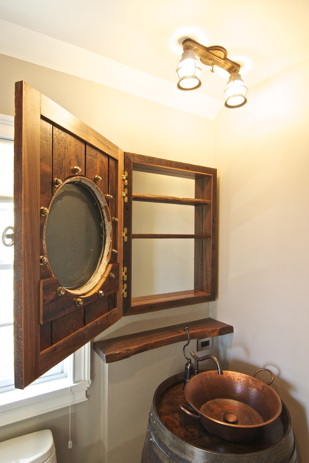 The Porthole Itself Weighed In Around 40lbs But The Five Soss Hinges
