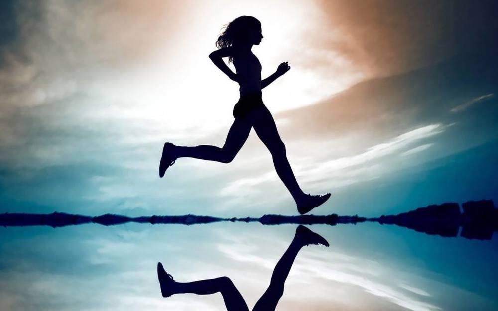 """""""Il bello di imparare a correre è che poi non ti va più di camminare. E ti abitui ad andar più veloce degli altri, rapido verso i tuoi sogni""""."""