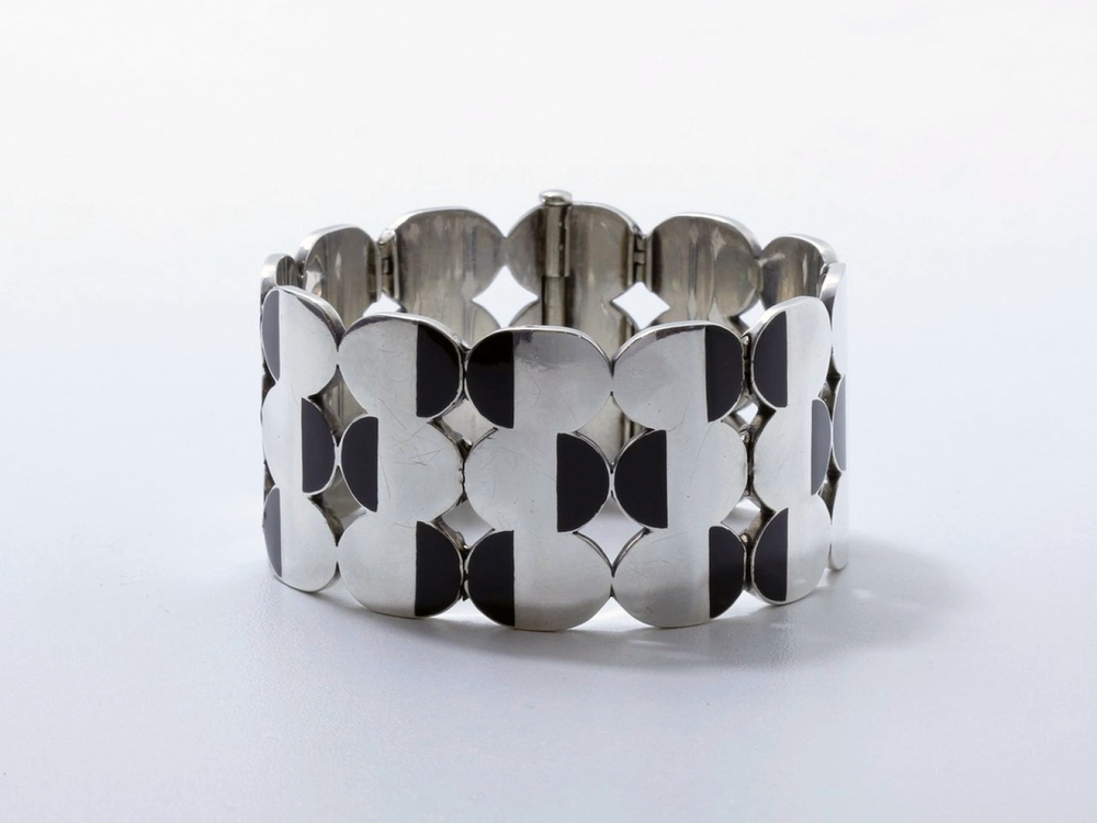 Silver, gold and lacquer bracelet by Raymond Templier circa 1929. Sold in the Thierry de Maigret auction at Drouot on November 26, 2014 (photo courtesy of Thierry de Maigret).