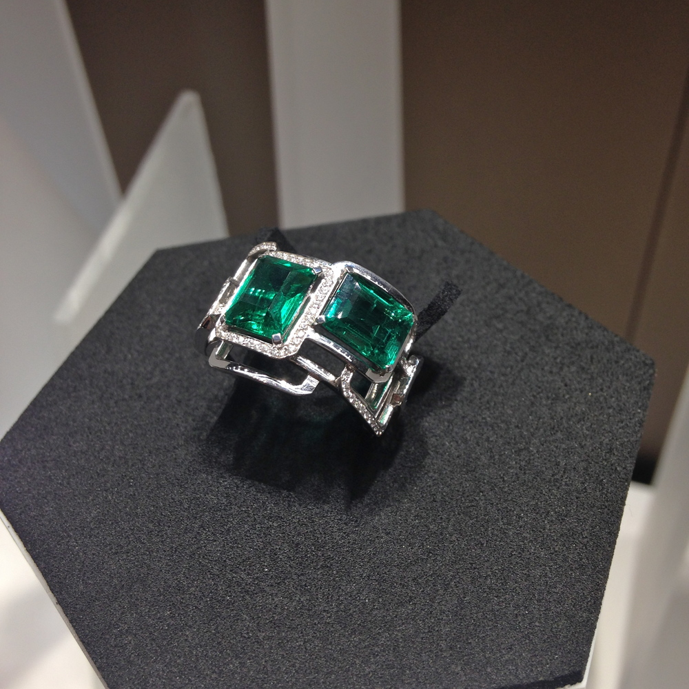 Mosaique Ring in white gold with emerald and diamonds