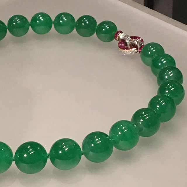 Oh and this ol' thing from a poor little rich girl.  #anotherjadenecklace #jade #museeguimet #paris #chasingbijoux
