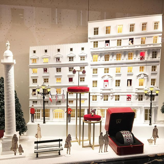 Very Parisian Christmas windows up at Cartier #howtobeparisian #wearcartierwhilewalkingthedogandreadingabook #cartier #paris #placevendome