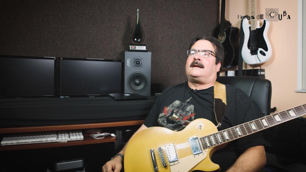 """El guitarrista Omar Pitaluga durante el rodaje de """"voces de cuba"""""""